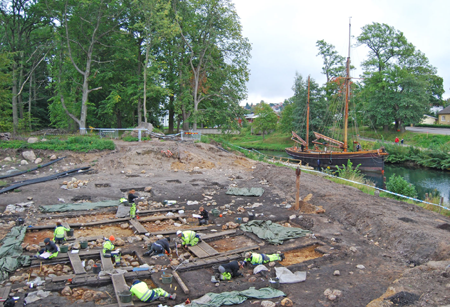 Archaeologists at work at Kanaljorden, Motala