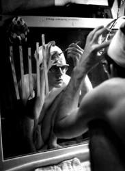 Bart Huges trepanerer sig selv (1965)